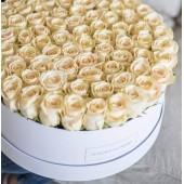 101 белая роза Венделла в коробке