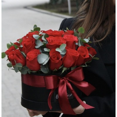 25 роз Фридом в кооробке