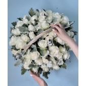 Корзина из 51 белой розы Эквадор